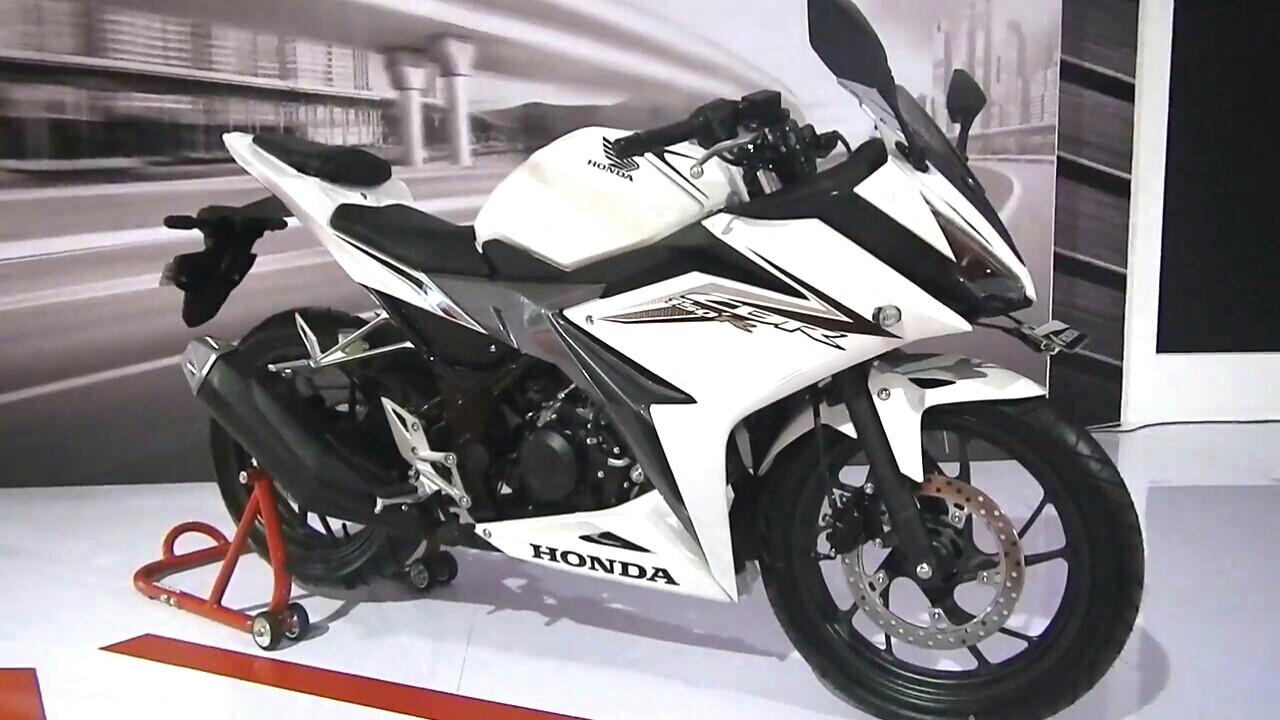 Berikut Pilihan Warna ,Harga Honda New CBR150R Dan Simulasi Kreditnya ...